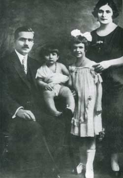 http://www.greek-islands.us/greek-people/kallas/parents.jpg
